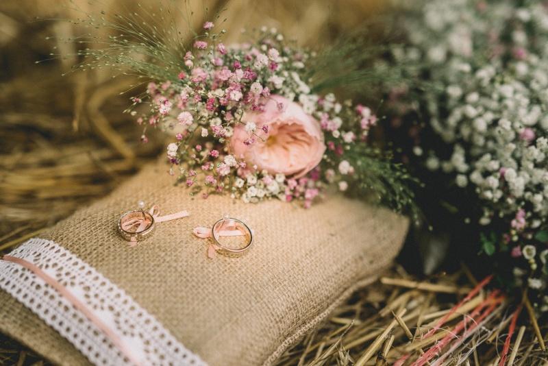 Blazinica za poročna prstana