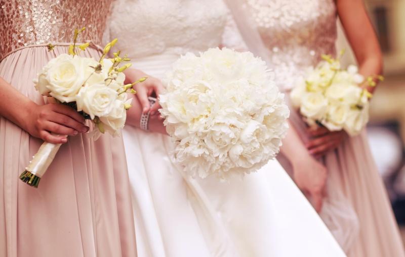 Bel poročni šopek