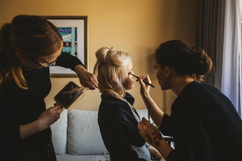 Zimska poroka na Brdu - frizura in makeup