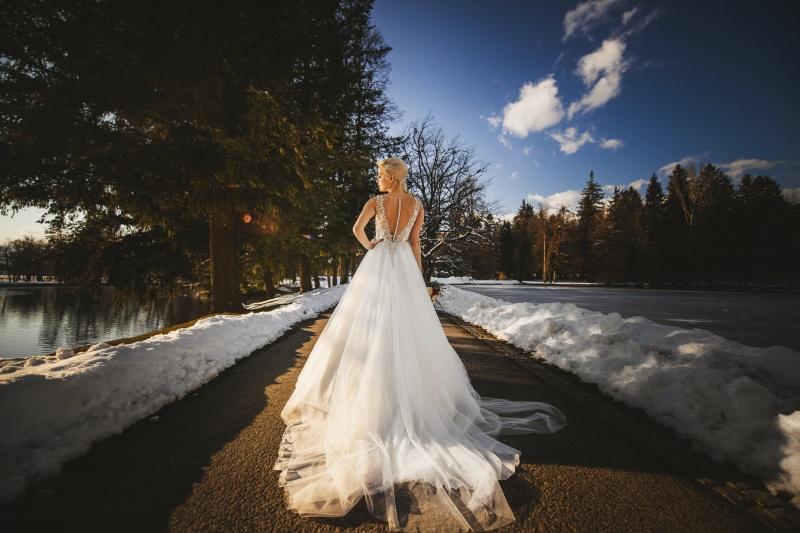 Zimska poroka na Brdu - poročna obleka