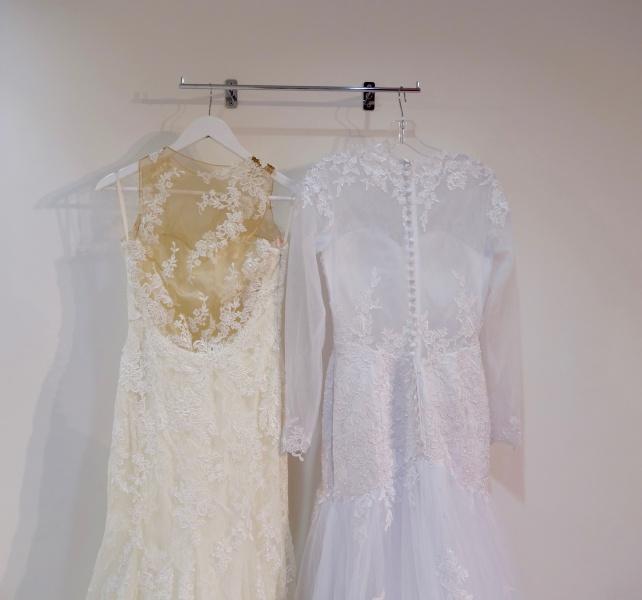 Primerjava poročnih oblek