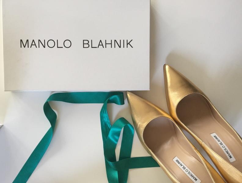 manolo blahnik, čevlji, poročni čevlji, manolke, tjaša kokalj, zlati čevlji