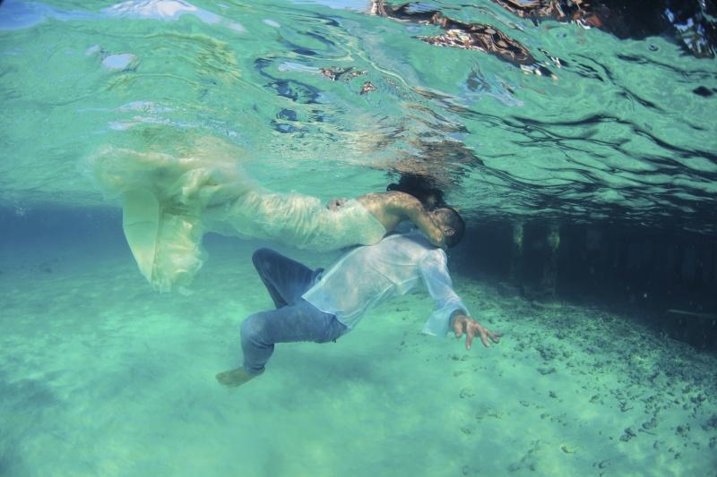 Poročna obleka pod vodo