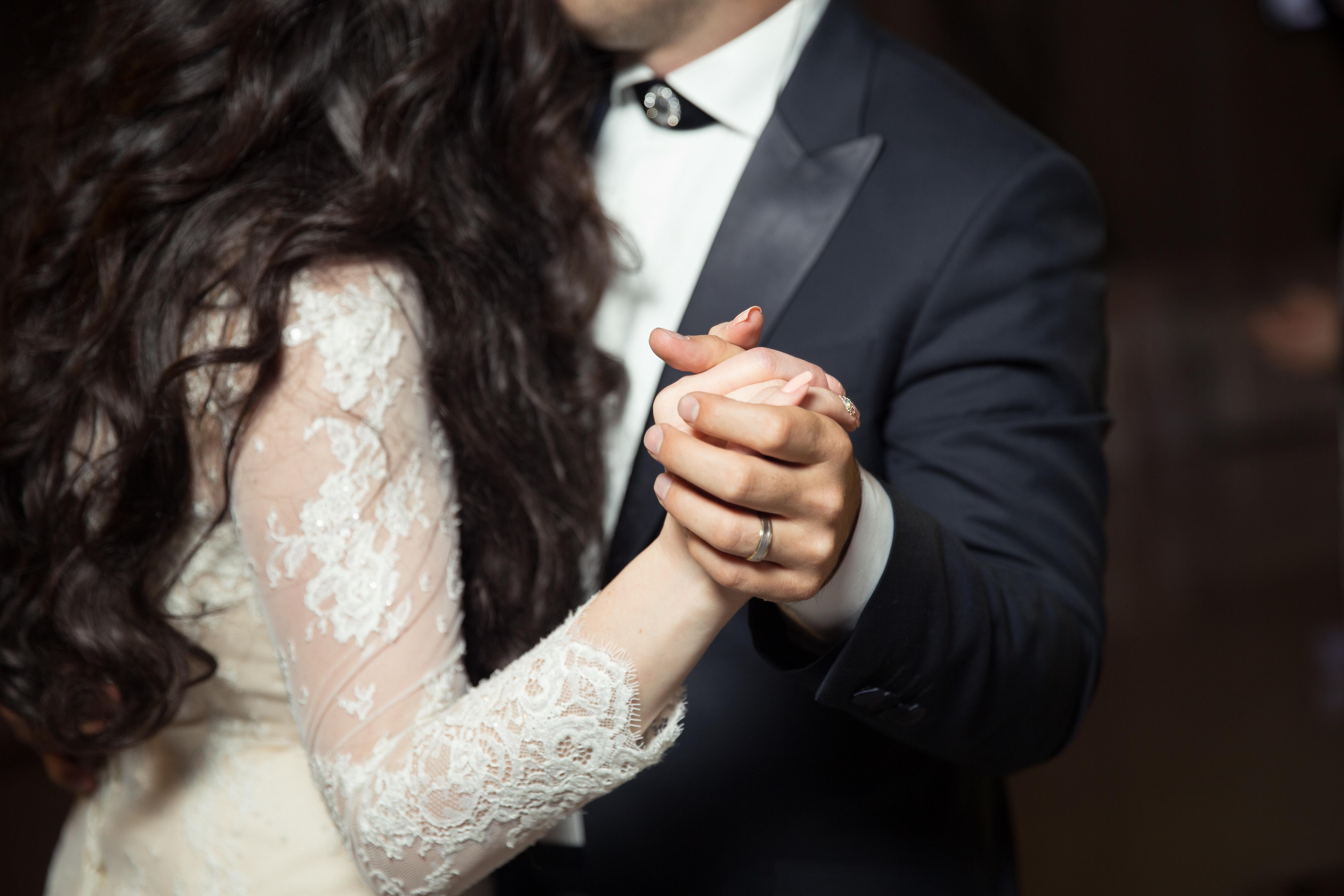 prvi ples, poročni ples, ples na poroki, galsba na poroki, glasba za prvi ples, zaobljuba.si, zaobljuba