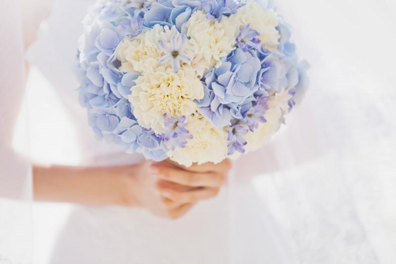 Poročni šopek in poročna obleka