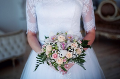 Elena načrtuje, poroka, poročna obleka