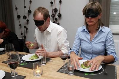večerja v temi, origano