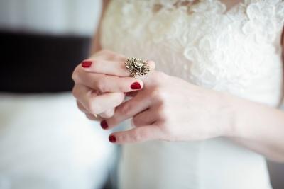 Popoln poročni prstan