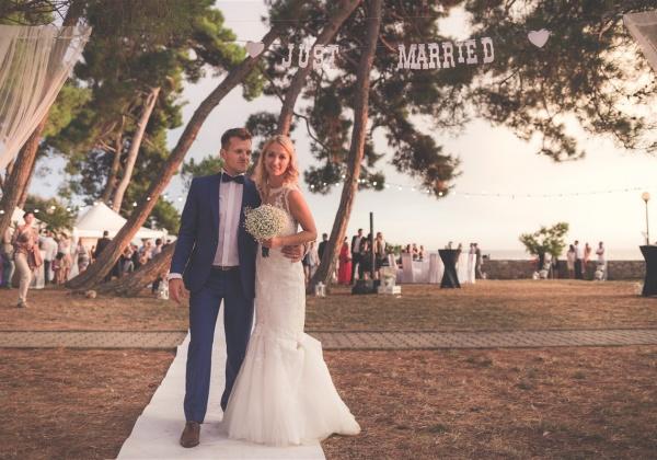 Poroka ob morju Barbara in Matevž.