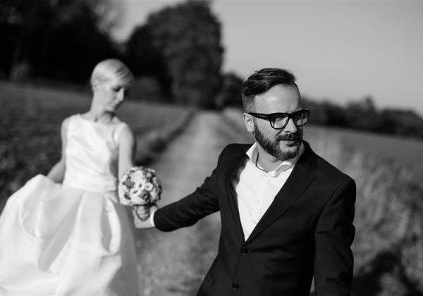 Poroka Sara in Mano, poročna fotografija, poročno fotografiranje, poročna obleka, poročni šopek.