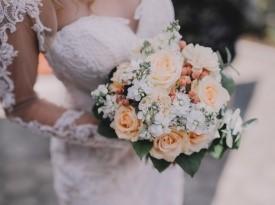 Poročni šopek, poročna obleka