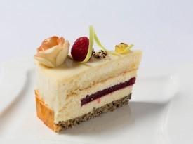 Kos sadne poročne torte