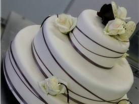 Tovarnica sladkosti - večnadstropna torta
