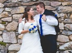 Poziranje za poročno fotografijo.