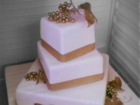 Zlata poročna torta
