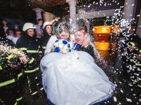 Gasilski sprejem na svatbo.