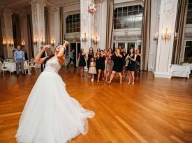 Poročna obleka, metanje šopka, poročni prostor