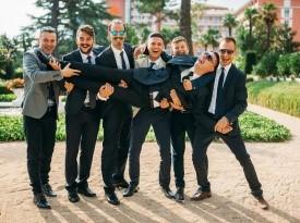 ženin, svatje, poročna fotografija