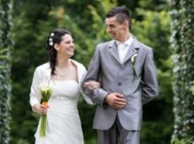 Mladoporočenca in poročno fotografiranje.