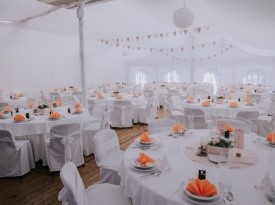 Poročni prostor, poročna dekoracija, poroka pod šotorom, Zaobljuba.si