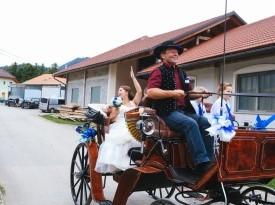 Poročni prevoz s kočijo.