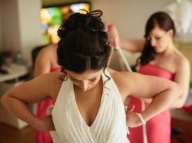 Priprave na poroko, poročna obleka, nevesta, družice