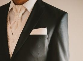 Ženinova poročna obleka
