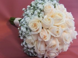 Poročni šopek iz bež vrtnic.