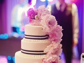 Dekoracija poročne torte.