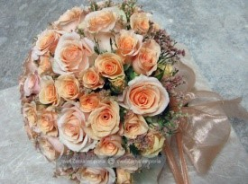 Oranžni poročni šopek.