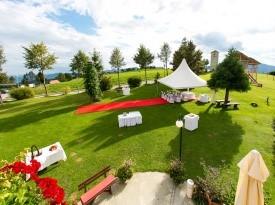 Prostor za poročni obred na prostem.
