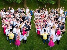 Skupinsko poročno fotografiranje