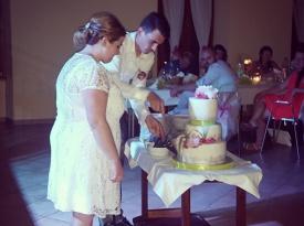 Razrez poročne torte