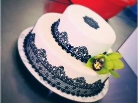 Črna čipka - poročna torta