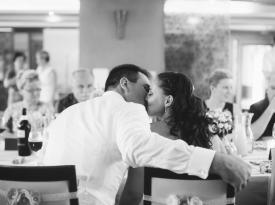 Poljub mladoporočencev