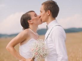Poljub ženina in neveste