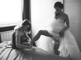 Poročna fotografija, priprave na poroko, nevesta pred poroko.