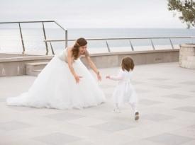 Nevesta, poročna obleka, poroka ob morju.