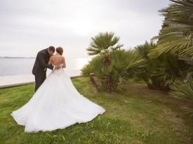 Poročno fotografiranje na obali, morska poroka.