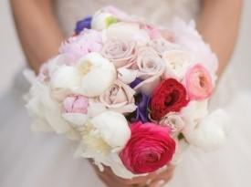 Poročni šopek, poročno fotografiranje, poročna obleka.