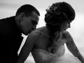 Pravkar poročena na poročnem fotografiranju.