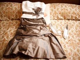 Poročna obleka in čevlji