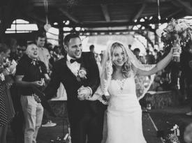 ženin in nevesta, poroka, poročna obleka, poročni šopek