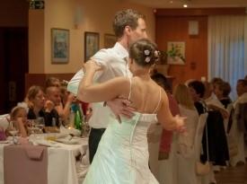 Poroka, poročni ples, poročna pogostitev
