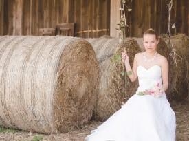 poročni prostor, skedenj, poročna dekoracija, kamnik, seno, naravna dekoracija, nevesta