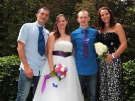 Mladoporočenca, poročna obleka, poročni šopek