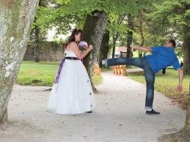 Poročno fotografiranje, poročna obleka, poročni šopek, mladoporočenca