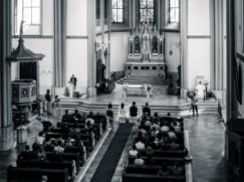 Fotografiranje cerkvenega obreda.