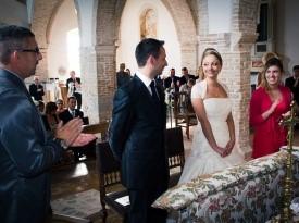 Fotografiranje ženina in neveste med obredom.