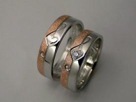 Poročni prstan z violinskim ključem.